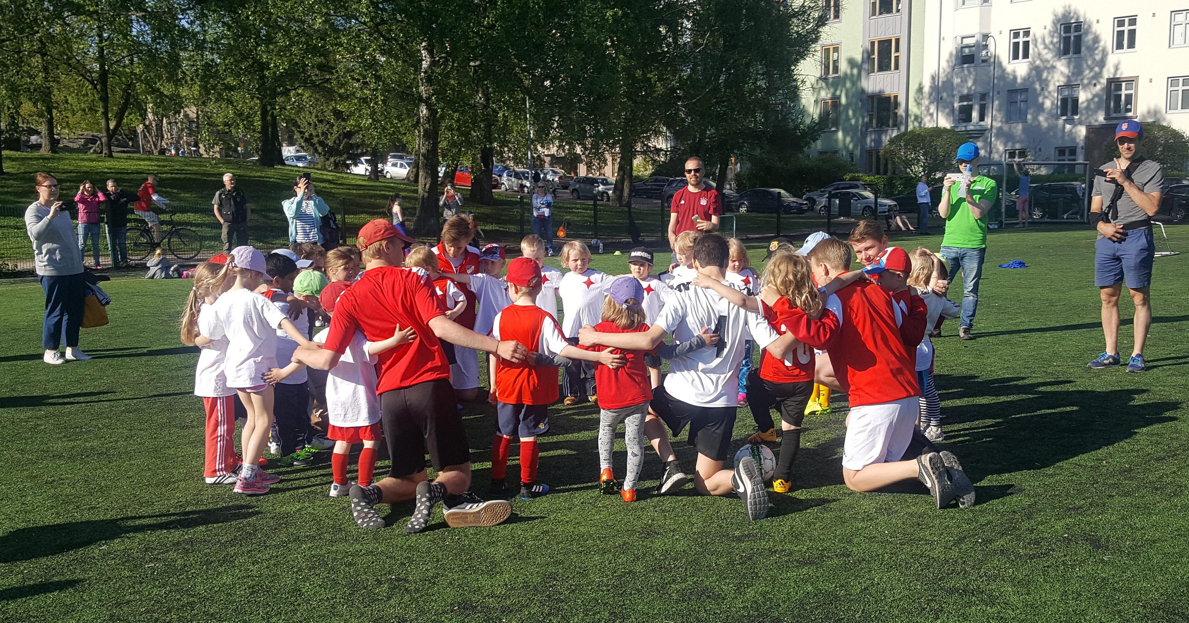 HIFK Fotboll hakee tyttöjalkapalloiluvastaavaa