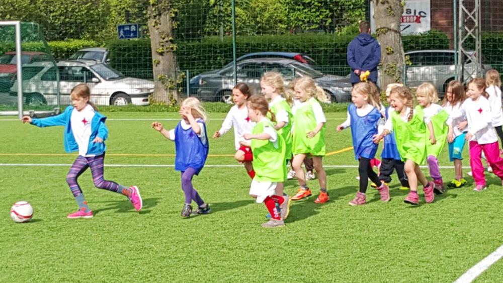Anmälningen ännu öppen  för Åke Lindmans fotbollsskola i augusti