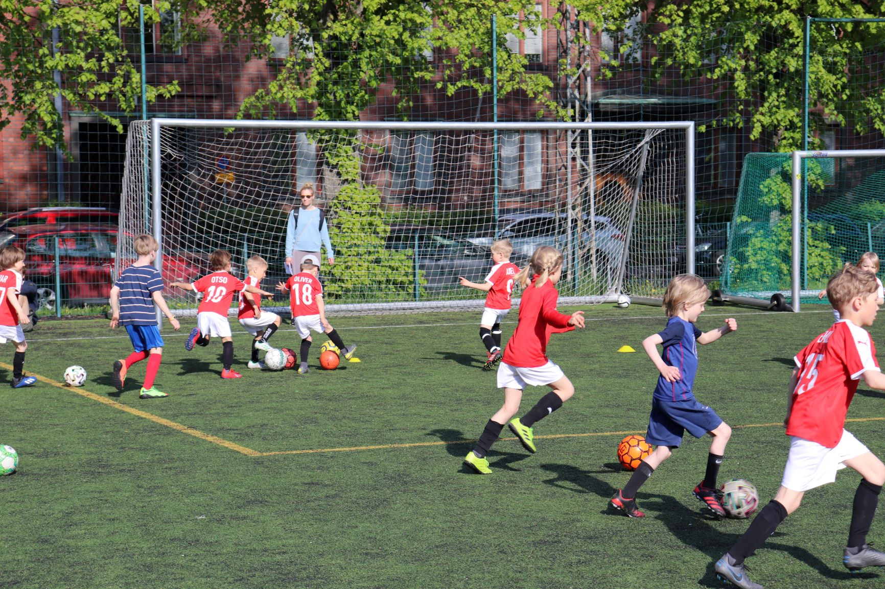 Sommarlovet inleddes med Åke Lindmans fotbollsskola
