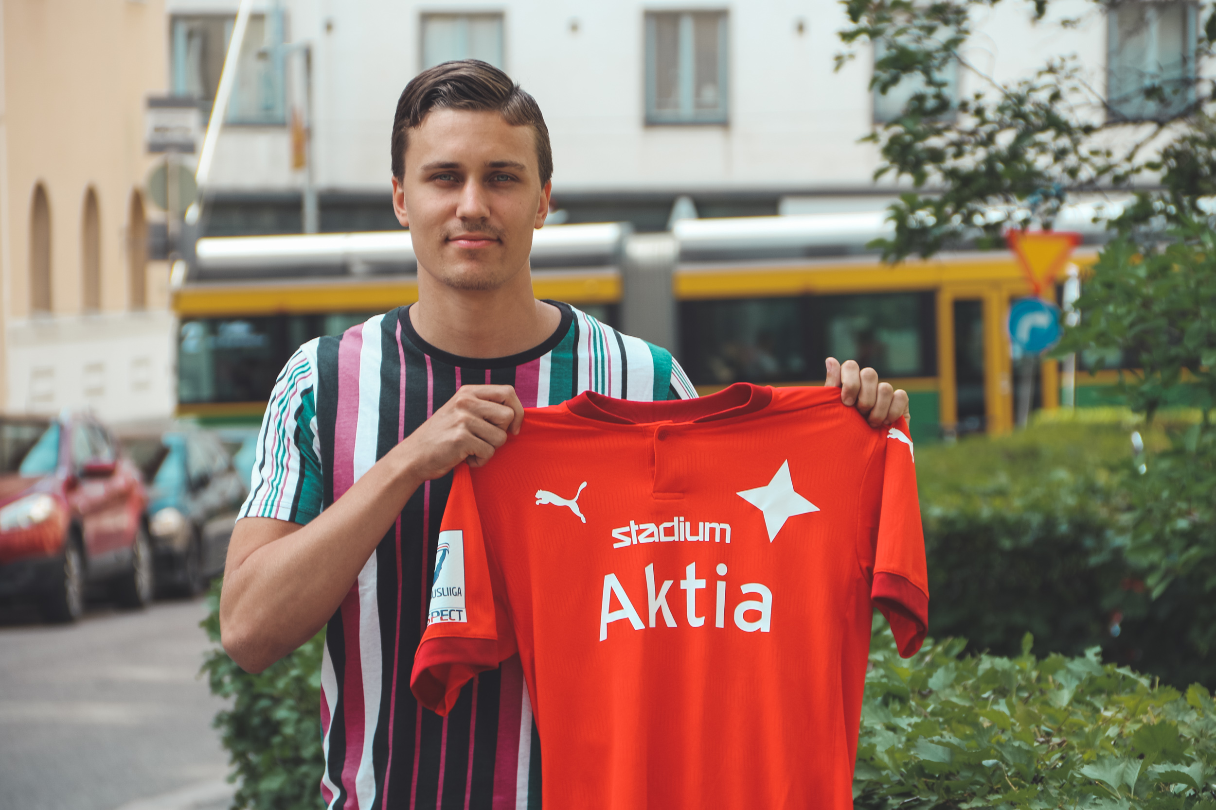 Försvararen Eero-Matti Auvinen till HIFK